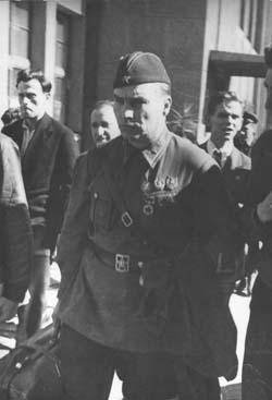 Валерий Чкалов на Киевском вокзале 17 сентября 1938 года